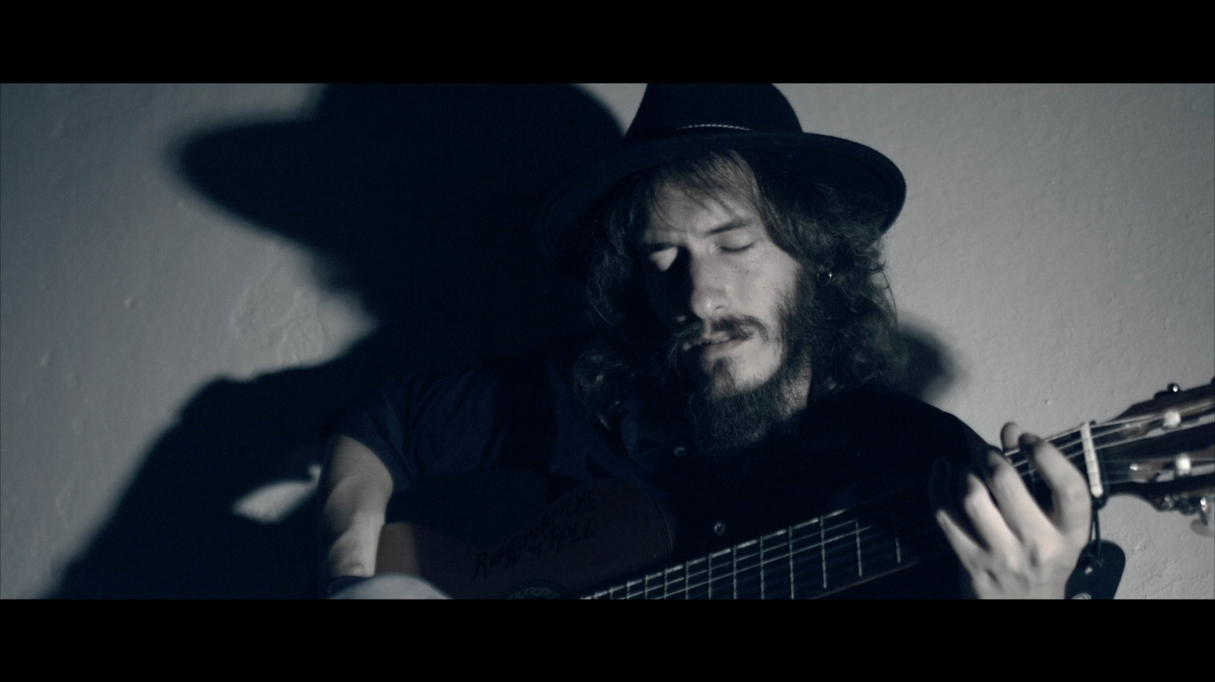 gallery image of the videoclip of volviendo a casa